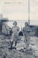 17)   MARENNES  - Pêcheuses  D' Huitres - Ile D'Oléron