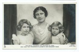 Postcard Royal Family  The  Duchess Of York ,princess Elizabeth And Margaret Rose Unused Tucks - Case Reali