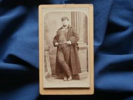 Photo CDV Herbert à Beauvais - Homme, Casquette Type Marine, Dédicace Nominative Au Dos De Santiago De Chili 1878 L334 - Old (before 1900)