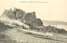 C-18-1884 : A LOGUIVY. PRES PAIMPOL. PECHEURS TANNANT LEURS FILETS - Francia