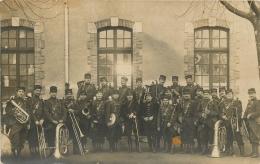 CARTE PHOTO  GROUPE DE SOLDATS MUSICIENS - Militaria