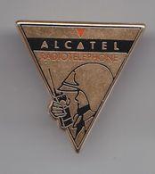 Pin's Alcatel Radiotéléphone  Lucent  En Charente Maritime Dpt 17 Réf 5849 - Cities