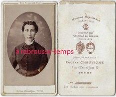 CDV Vers 1880-portrait D'une Jeune Femme-photo Eugène Chauvigné Rue D'Entraisues à Tours - Fotos