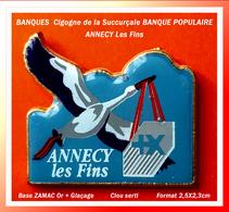 SUPER PIN'S BANQUE POPULAIRE : Visuel CIGOGNE Pour L'Agence D'ANNECY Les Fins, En Zamac + Glaçage Format 2,5X2,3cm - Banks