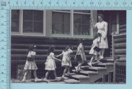 """Les Quintuplées Dionne # 12 -  """" Jumelles Dionne""""  Né En 1934,entrant à L'école - Ont, Canada, Reproduction - Groupes D'enfants & Familles"""