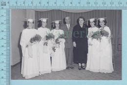 """Les Quintuplées Dionne # 17 -"""" Jumelles Dionne""""  Né En 1934,  Graduation Avec Leurs Parents - Ont, Canada, Reproduction - Femmes Célèbres"""