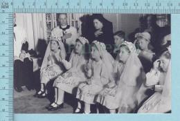 """Les Quintuplées Dionne # 9 - CPM """" Jumelles Dionne""""  Né En 1934, La Premiere Communion - Ont, Canada, Reproduction - Groupes D'enfants & Familles"""