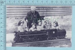 """Les Quintuplées Dionne # 1 - CPM """" Jumelles Dionne""""  Né En 1934, Jouant à La Locomotive, Ont, Canada, Reproduction - Groupes D'enfants & Familles"""