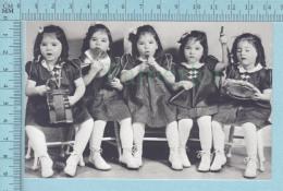 """Les Quintuplées Dionne # 3 - CPM """" Jumelles Dionne""""  Né En 1934, Jouant De La Musique- Ont, Canada,reproduction - Groupes D'enfants & Familles"""