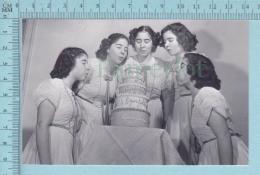 """Les Quintuplées Dionne # 6 -CPM  """" Jumelles Dionne""""  Né En 1934, Gateau à 5 Etages, Ont, Canada, Reproduction - Femmes Célèbres"""