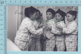 """Les Quintuplées Dionne # 15 - CPM   """" Jumelles Dionne""""  Né En 1934, Publicité Colgate"""" - Ont, Canada, Reproduction - Groupes D'enfants & Familles"""