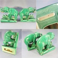 * PAIRE D'ELEPHANTS SERRE-LIVRES EN FAÏENCE - Pachyderme Eléphant Littérature Vert Livre - Saint Clément (FRA)