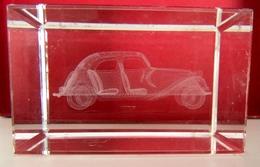 Presse Papiers Avec Inclusion Voiture Ancienne Type Renault Modelisation 3D Design-Crystal Laser - Presse-papiers