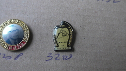 HIPPODROME DES BRUYERES MAURE DE BRETAGNE - Badges