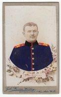 Photo CDV Format - Militärfoto ± 1900 Deutscher Soldat Uniform Koloriert - Fotograf: Gebr. Harren, Würzburg - Krieg, Militär