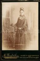 Cabinet Card / Photo De Cabinet / Kabinet Foto / Photographer M. Boak & Sons / Driffield / England / Woman / Femme - Photos