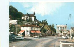 Clermont En Argonne -   Place De La République  , Voitures DS   AD1231 - Clermont En Argonne