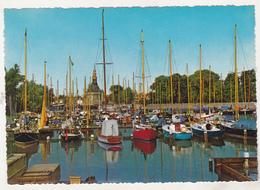 Netherlands Old Uncirculated Postcard - Sailing Vessels In Hoorn - Barche