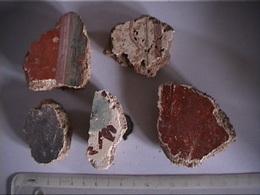 CINQ MORCEAUX D'ENDUIT GALLO - ROMAIN  -  PEINTURE MURALE - Archaeology