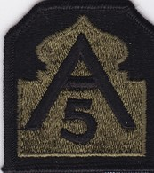 C 1 T 5)  Écusson Tissu Militaire Ou Autre  (Format Largeur 6.5 Hauteur 7) - Scudetti In Tela