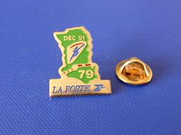 Pin's La Poste PTT - Parcours De La Flamme Olympique Albertville 1992 - Dec 91 - Les Deux Sèvres 79 (QC24) - Mail Services