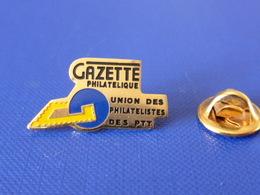 Pin's La Poste PTT - Gazette Philatélique - Union Des Philatélistes Des PTT Timbre - France Télécom (QC32) - Mail Services