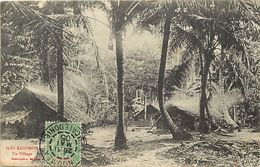 Pays Div- Ref L452- Iles Salomon -un Village -/ Etat : Minuscule Pli Coin Haut Gauche ,carte Bon Etat General - - Solomon Islands
