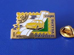 Pin's La Poste PTT - Ramber Villiers Vosges Votre Facteur - Timbre Renault Clio Cachet 27 3 1992 - France Télécom (QC45) - Mail Services