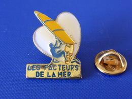 Pin's La Poste PTT - Les Facteurs De La Mer - Planche à Voile - Coeur - France Télécom (QC50) - Mail Services