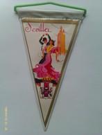Banderín De Sevilla. Andalucía. España. Años '60-'70 - Escudos En Tela