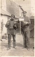 DA146 Carte Postale Photo Vintage RPPC Militaire ? Ouvrier ? Boisson Funny Amusant - Guerre, Militaire