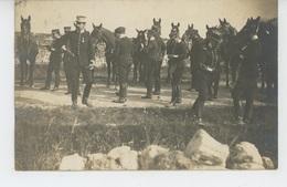 MILITARIA - REGIMENTS - CAVALERIE - CHEVAUX - HORSES -CADRE NOIR DE SAUMUR -Carte Photo Officiers Dt Capitaine Altmayer - Regiments