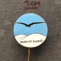 Badge (Pin) ZN006731 - Skiing Czechoslovakia Pustevny Radhost - Winter Sports