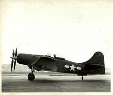 BOEING XF 8B   25* 20 CM AEROPLANE - Aviación