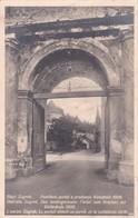 YOUGOSLAVIE . L'ancien ZAGREB . Le Portail Démoli Au Parvis De La Cathédrale (1906) - Yougoslavie