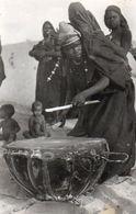 84Bv  Mauritanie Femme Jouant Du Tam Tam - Mauritania