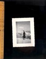 Photographie Originale : Devant Le Bateau HAUTECOMBE Au Lac Du Bourget 1956 - Ciclismo