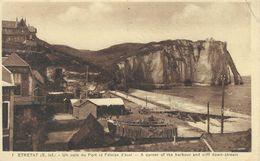 76 - ETRETAT - Un Coin Du Port Et Les Falaises D'aval - Etretat