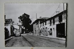 24 : La Motte Montravel - Rue Nationale ( Voiture 2 Cv ) - France