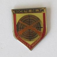 1 Pin's TIR - SOCIETE DE TIR SCHALKENDORF - Badges