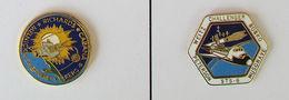 2 Pin's FUSEE/ESPACE/SPACE/NASA  Signé NASA - Espace