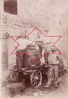 Photo 1898 Secteur Du Vistre ?? Près Vauvert, Aimargues (Gard), Vigneron, Pressurage Des Raisins, Pressoir, Vin (A188) - Photographs