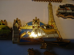 TGV PARIS LONDRES Fond Bleu Pin's BALLARD - TGV