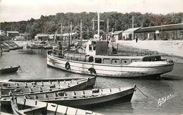ILE D'OLERON - Saint Trojan,le Port,bateau Faisant La Traversée Du Chapus. - Ile D'Oléron