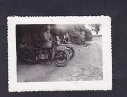 Photo Originale Vintage Snapshot Guerre Indochine Gendarmerie Nationale Motard Moto Gendarme Police Route Hanoï Haïphong - Krieg, Militär