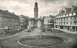 VIRE - Place Du 6 Juin 1944 Et Porte-horloge. - Vire