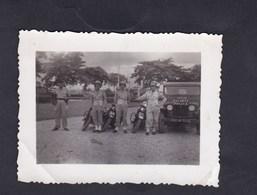 Photo Originale Vintage  Guerre Indochine Gendarmerie Nationale Jeep Motard Moto Gendarme Escorte General Cogny Haïphong - Guerre, Militaire