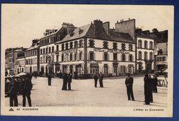 29 AUDIERNE L'Hôtel Du Commerce ; Voitures - Animée - Audierne