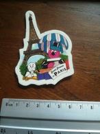 Magnet Bertie Bassett In Paris. Confiseries  Tour Eiffel - Magnets