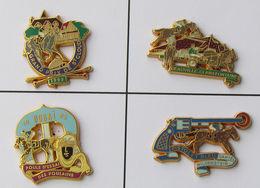4 Pin's HIPPISME COURSE A CHEVAL En Métal Doré Et Signé - Badges
